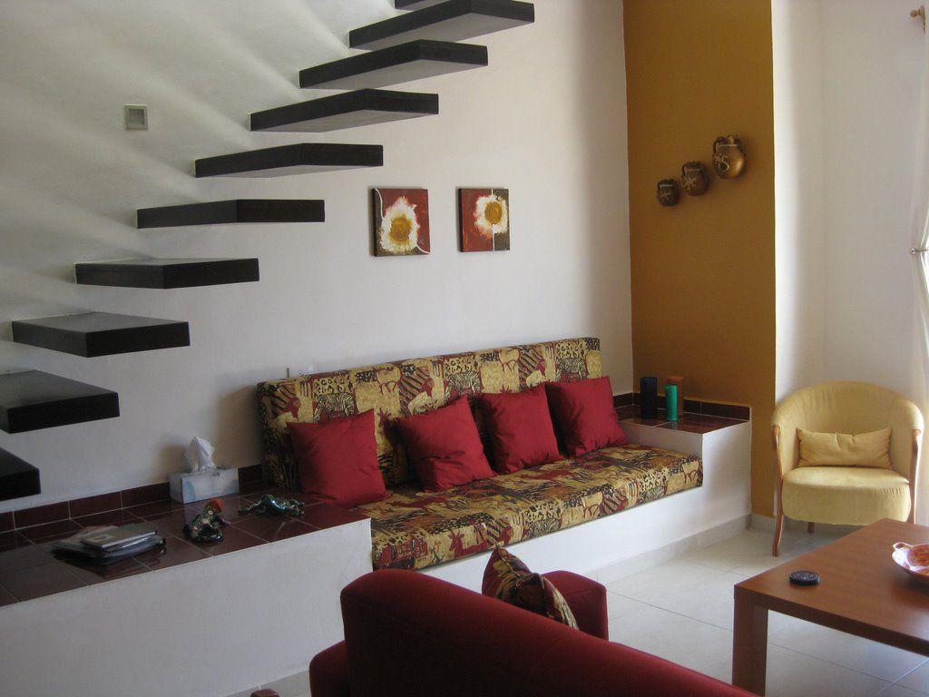 7 không gian dưới gầm cầu thang làm Ghế sofa-min